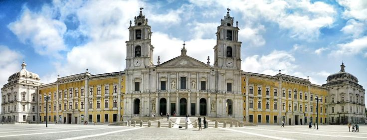 The palace, which also served as a Franciscan monastery, was built during the reign of King John V (1707–1750), as consequence of a vow the king made in 1711, to build a convent if his wife, Queen Mariana gave him offspring. The birth of his first daughter the The Infanta Barbara of Portugal, prompted construction of the palace to begin. The palace was conveniently located near royal hunting preserves, and was usually a secondary residence for the royal family.