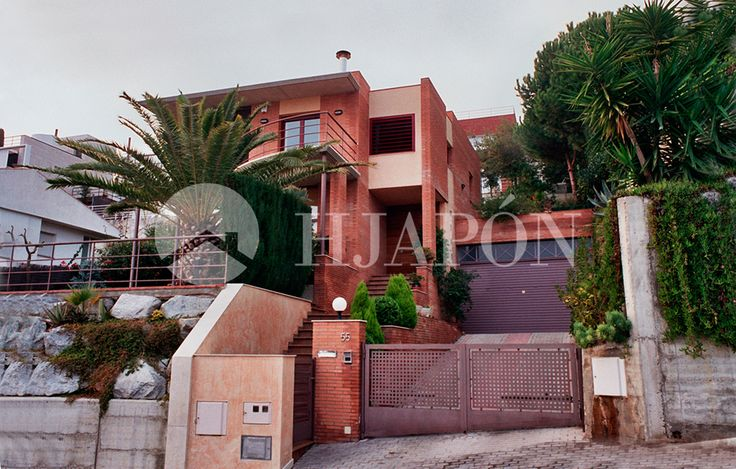An upscale property for sale in an exclusive residential neighbourhood in Teià