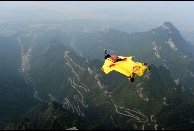 China, joven con traje aereo.