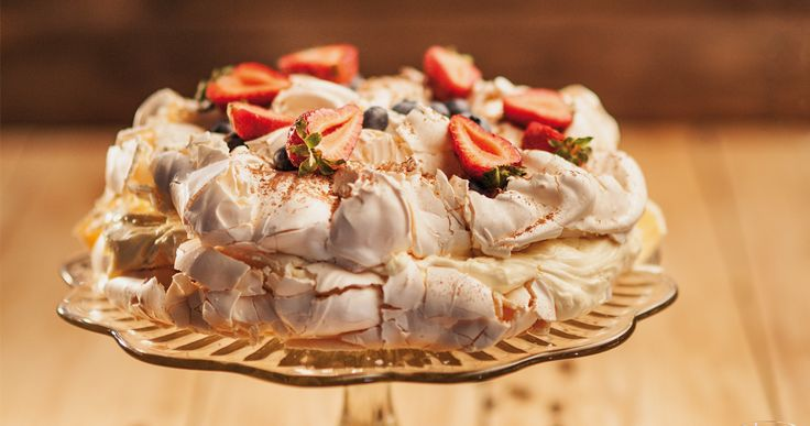 #beza #pavlova z owocami. #fruits #merengue #cake #freshfruits #desert