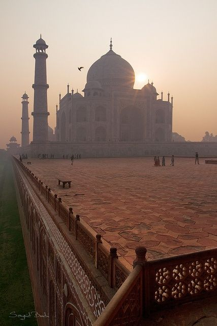 Taj Mahal , Agra - India - I will recommend this place for October because the current climate is perfect for exploring India without sweating. Taj Mahal is a place that every traveler must visit, it has so much positive energy around it and beautiful story behind the enormous piece of architectural art. #India #TajMahal