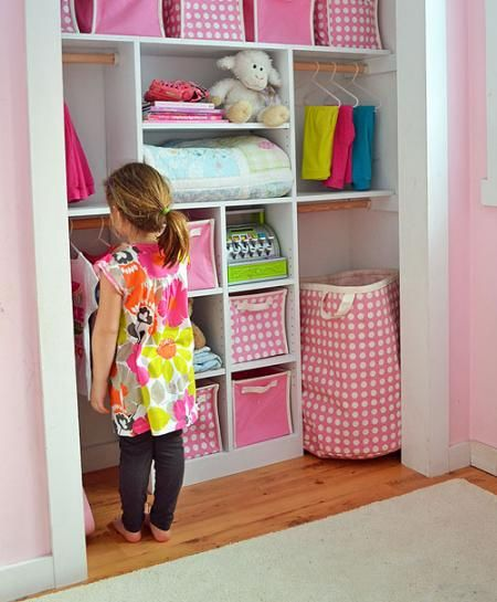 I want to make this cute kid-sized closet! Free plans.