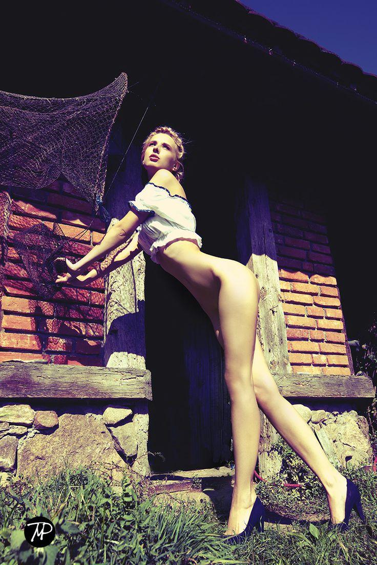 sining legs   #MichalPaz #nudeart #beauty #woman