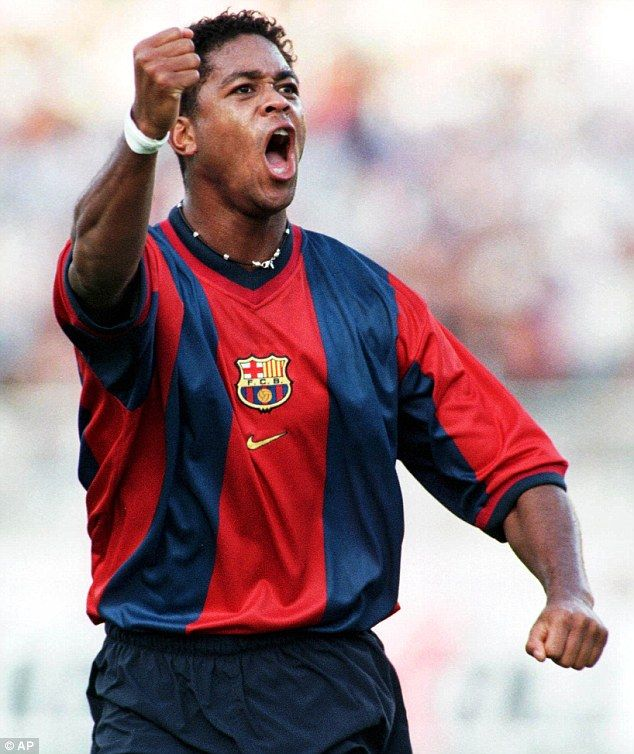 Barcelona home 98/00 - Kluivert 9