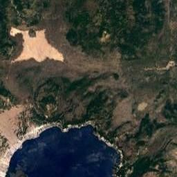 Le mont Mazama est un stratovolcan de la chaîne des Cascades, dans l'Oregon, à l'ouest des États-Unis. La caldeira du volcan contient Crater Lake, et la montagne se trouve dans le parc national de Crater Lake.