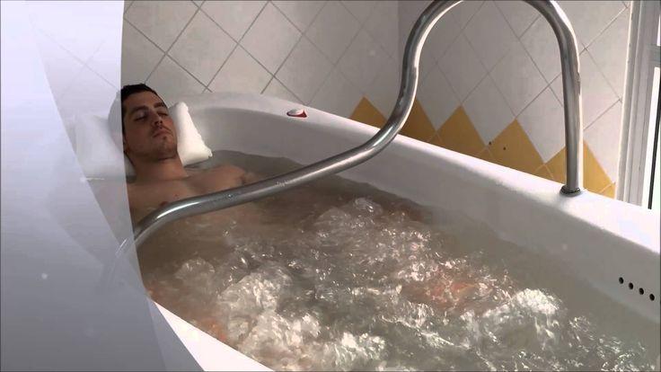 Centre de vacances naturiste EURONAT. Thalassothérapie naturiste, le bain hydro-massant à chromo-thérapie :-)