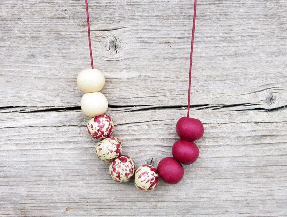 This boho necklace is made with ceramic beads mix in bordeaux and beige and bordeaux cotton cord. . Adjustable knot lets you specify the length yourself every time you wear it. Material: ceramic, cotton cord Colors: bordeaux, beige Bead size: 1,6 cm / 0,6 inch. Length of cord : maximum