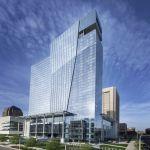 Heutige Eröffnung von Hilton Cleveland Downtown verändert die Skyline der Stadt mit modernem 32-stöckigem Hochhaus über dem Eriesee