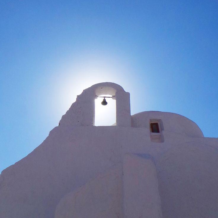 A low sun behind an old greek structure in Mykonos town.. #mykonos #holiday #architecture #silhoutte #history #mykonoslife #visitgreecegr #bluesky #travel #mediterranean