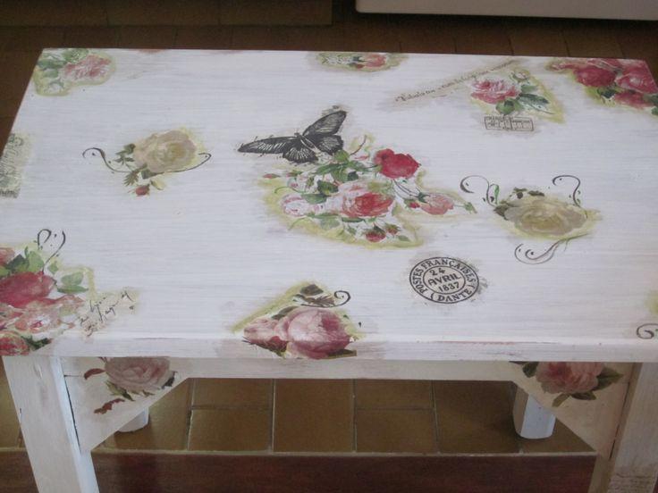 esta mesa la pinte, con una aguada y luego le hice decoupage