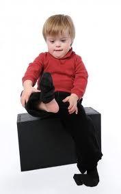 Peculiaridades asociadas que pueden explicar el retardo psicomotor que experimentan estos niños. Algunas de estas características son: (Seguir leyendo ... entra www.psicgracielahernandez.com)