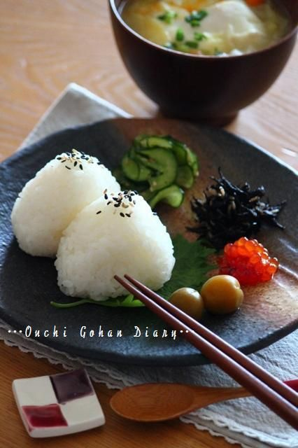 Onigiri Rice Balls with Miso Soup 塩むすび