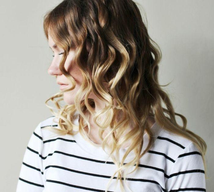 boucler ses cheveux avec un lisseur, maquillage naturelle, mèches blondes brunes