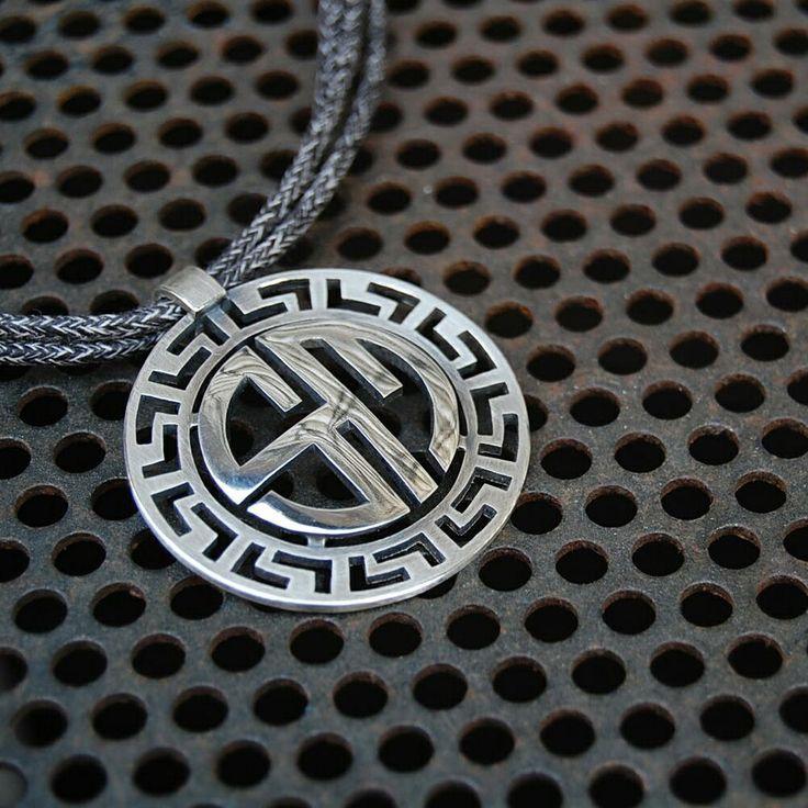"Sara ""S"" y Miguel ""M"". Penjoll. Colgante. Pendant. Pequeñas joyas, grandes detalles. Small jewels, great gifts. www.argentumwords.com"