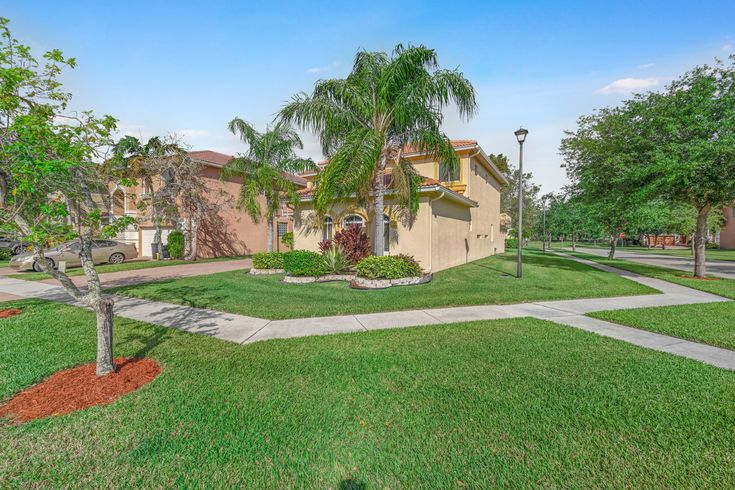 Welcome Home This Beautiful Luxurious Bright Sunny 4br 3ba Den Home Is Situated On A Desirable Large Cor West Palm Beach West Palm Palm Beach County