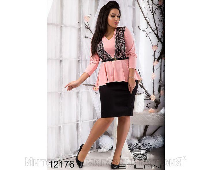 Костюм с баской Материал: французский трикотаж, кружево, юбка дайвинг. Пояс в комплекте Цвет: верх персик/юбка черная Длина: блуза - 68/78 см, рукав - 47/34 см, юбка - 66 см Размерная сетка. Образ современной и стильной женщины невозможно представить без модного и разнообразного гардероба. Именно