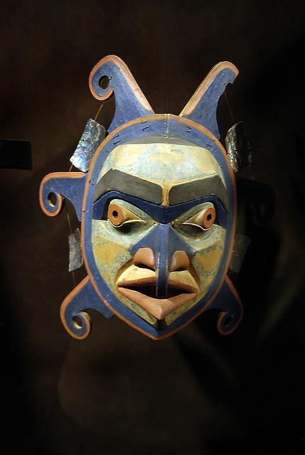 "Dlisula (""Sun"") mask.  for the Dlu'wul'aXa (Tla'sula) ceremonial.  Kwakwaka'wakw First Nation, prior to 1900."