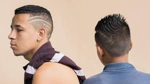 Si necesitas algo de inspiración para cortarte el pelo o pienarte a la última, no te preocupes, porque hacemos un repaso de todos los cortes de pelo y peinados de los famosos para que puedas tomar ideas. Si quieres ver más fotos solo tienes que pinchar en el post ;)