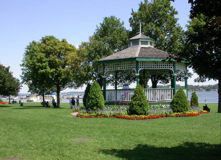 Port Perry's charming downtown: come rest along the Lake Scugog shores in pretty Palmer Park.