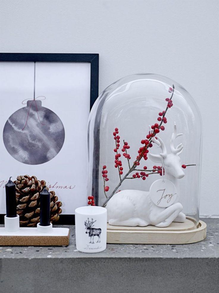 Ein weihnachtliches Arrangement im skandinavischen Landhausstil (Foto bloomingville) http://landhaus-look.de/bloomingville-weihnachten-skandinavisch-cool/