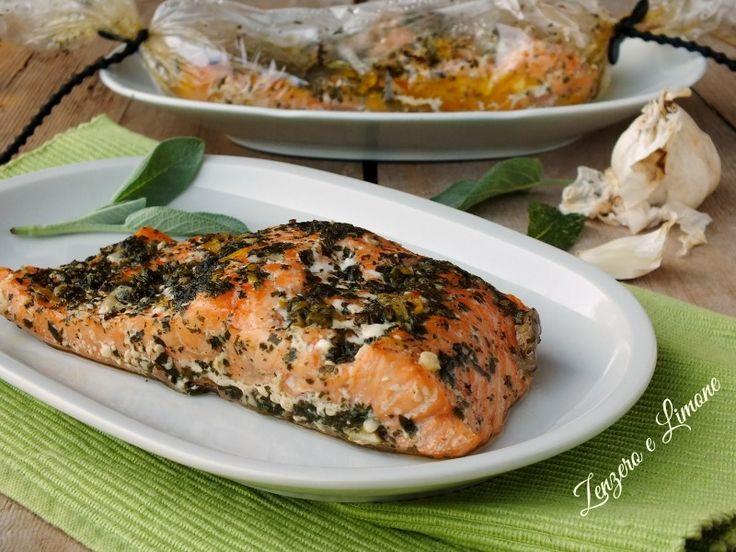 Questi filetti di salmone al cartoccio sono un secondo di pesce, saporito, nutriente e leggero. Pochi grassi grazie alla loro particolare cottura.