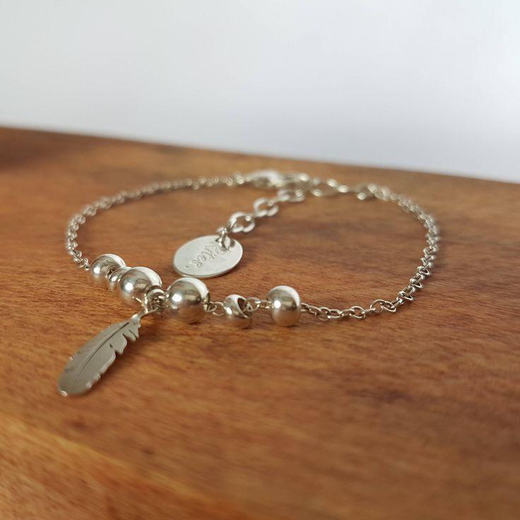Bracelet argent fin femme - Plume et perles de la boutique RitesBijoux sur Etsy