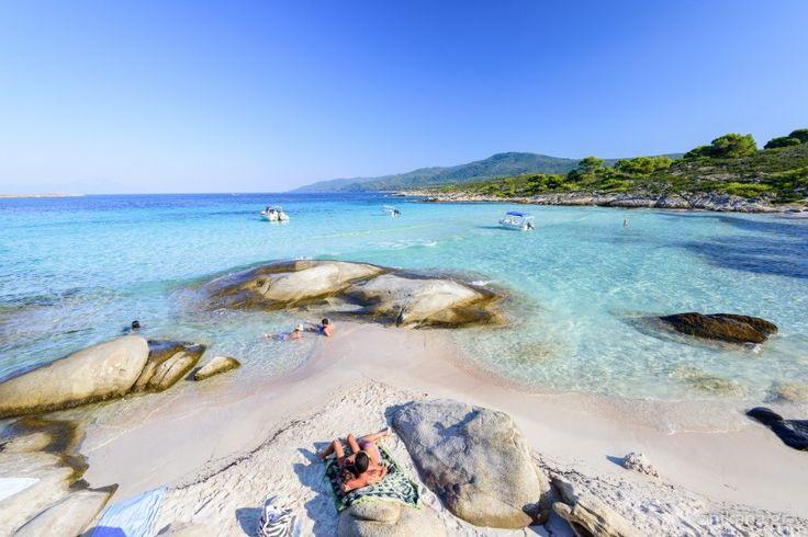 Το ελληνικό εξωτικό νησί με τα ζεστά, διάφανα και τιρκουάζ νερά! – Πού βρίσκεται; (φωτό)