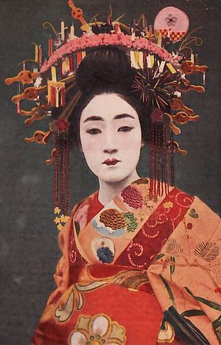 An oiran refers to a high-ranking courtesan in the pleasure quarter of Yoshiwara.