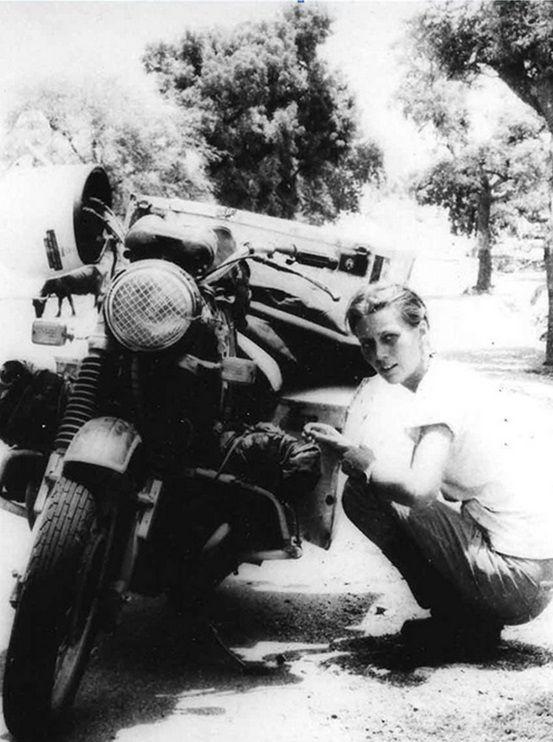 1970-es évek. Elspeth Beard az első női motoros aki egyedül megkerülte a földet..jpg