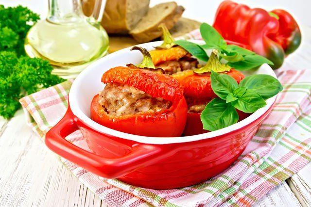 Ужин налегке: 10 вкусных диетических рецептов Отдавать ужин врагу в целях похудения — не самая лучшая идея. Вечером организм обязательно нужно радовать вкусной, здоровой, но не слишком тяжелой пищей. Сегодня предлагаем обсудить рецепты легкого диетического ужина. #едимдома #готовимдома #кулинария #ужин #рецепты #диета