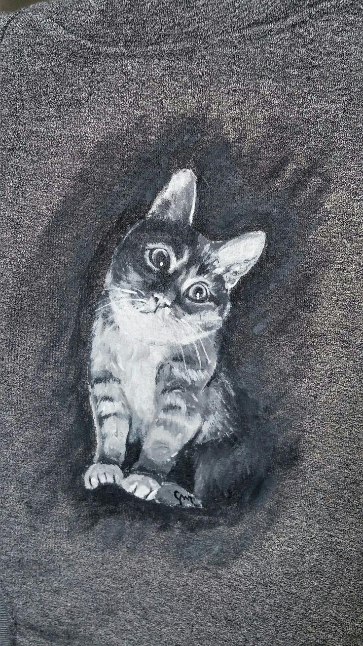 Kot namalowany na bluzie :) Cat painted at hoodie.