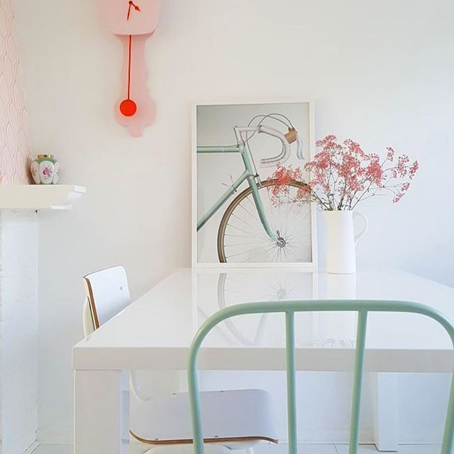 POSTER * Hij blijf geweldig! Onze mooie Racing Bicycle poster (50x70)   Thanks danielle_mila voor de mooie foto! We love your style     #vissevasse #posters #muurdecoratie #scandinavisch #deens #interieur #design #pastelkleur