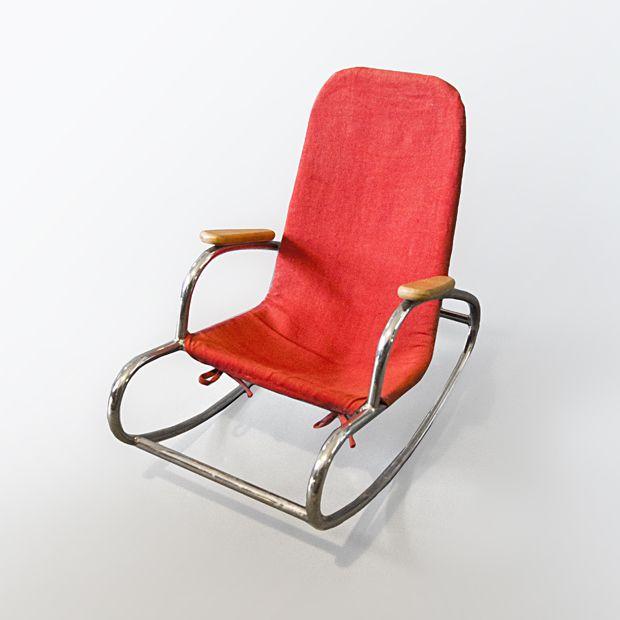PRL-owski dziecięcy bujak, obciągnięty czerwoną tkaniną, ze sprytnym  #vintage #vintagefinds #vintageshop #forsale #design #midcentury #midcenturymodern #furniture #rockingchair #kids