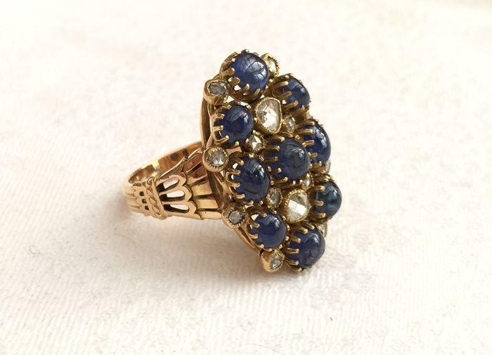 Online veilinghuis Catawiki: Prachtige en grote Victoriaanse ring van 18 kt goud, saffieren en diamanten met een totaal van 6 ct.