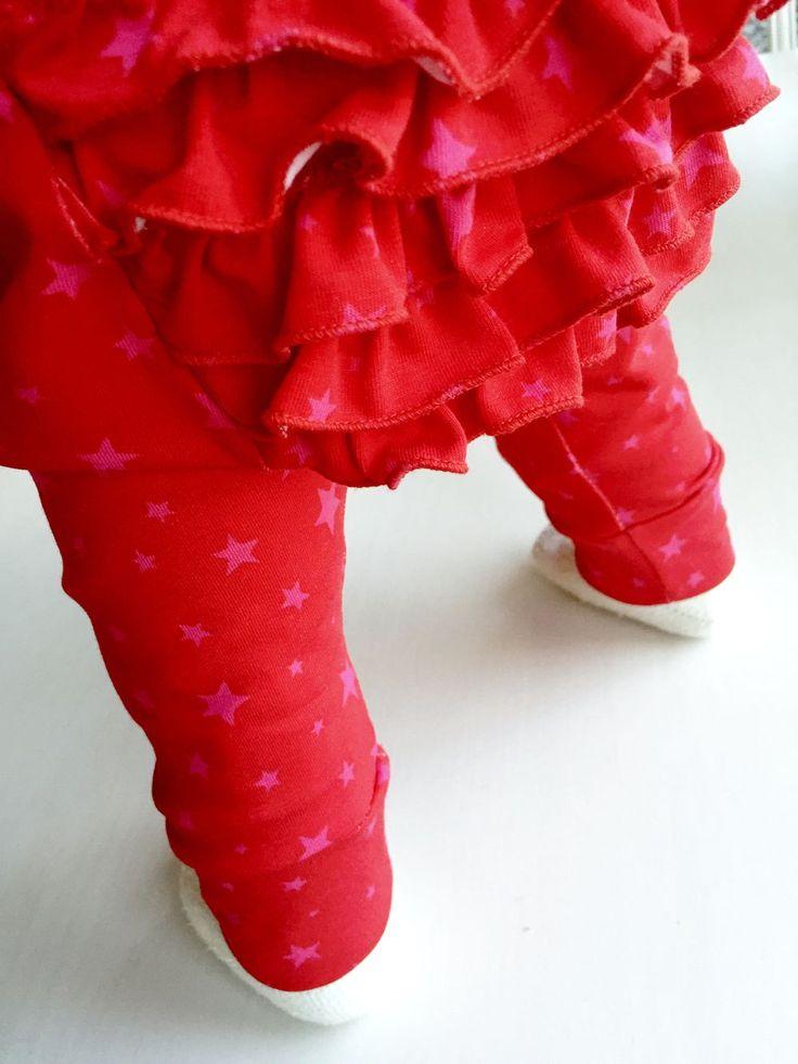 Röda volangbyxor med rosa stjärnor via kraftkollektivet. Click on the image to see more!