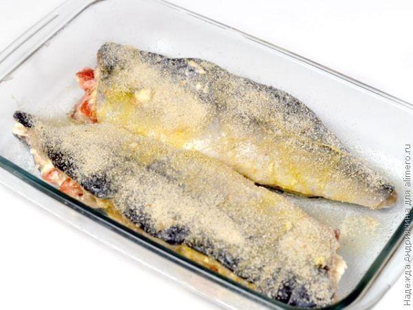 Скумбрия, запеченная с фетой и помидорами