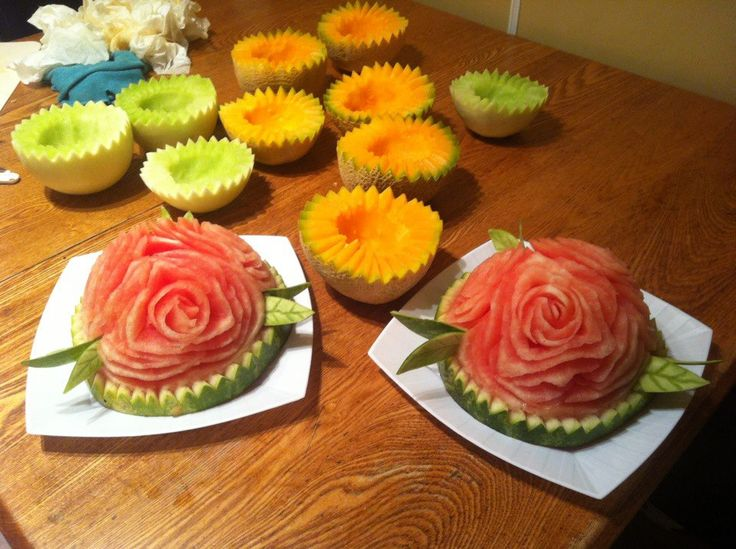 This is some flowers that i did for a wedding, into a watermelon that i splitted in two