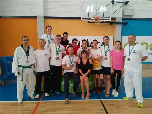 El Campeonato Open de Andalucía de Taekwondo para promesas y masters visitó Vélez-Málaga y con ello la participación del club veleño del Korean Style, que obtuvo más un gran éxito con numerosas medallas.   #taekwondo