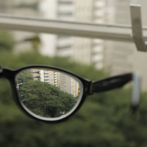 La #Miopía es una de las enfermedades oculares más comunes, consiste en la dificultad de distinguir objetos lejanos. El tratamiento para esta enfermedad es el uso de lentes que alargan la distancia focal o la cirugía refractiva. Pide tu cita y olvídate de esos molestos lentes... Tel. 3209297 #ClinicaCeo. Foto vía http://goo.gl/vBEuSl
