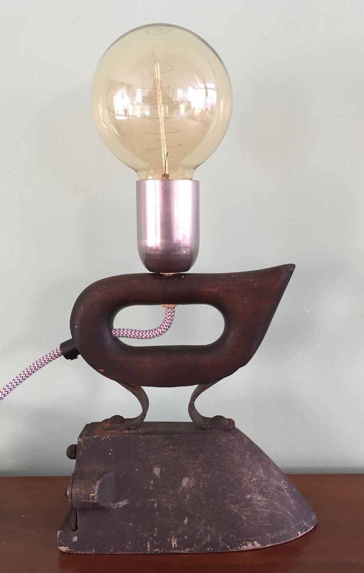Weer een unieke lamp uit de serie strijkijzers.
