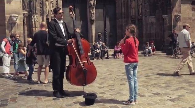 Flashmob Nürnberg 2014 - Ode an die Freude https://www.youtube.com/watch?v=a23945btJYw