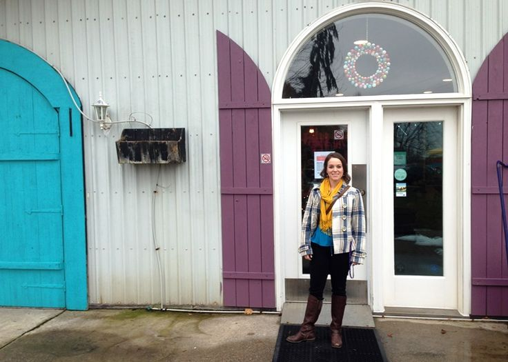 Outside the colourful doors at Small Talk winery in Deember 2015 | discoverhappiness.ca