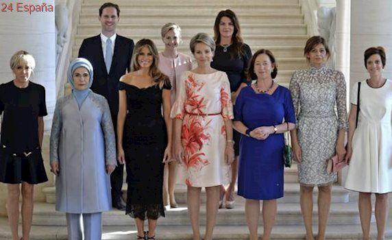 La divertida fotografía del marido del primer ministro de Luxemburgo con las primeras damas mundiales