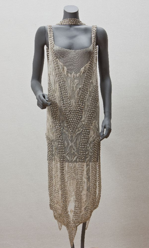 avondjurken Creation date 1920 - 1924 Material cotton Provenance schenking Spatial keyword Paris Creator Callot Soeurs (modehuis) Object Type evening gown