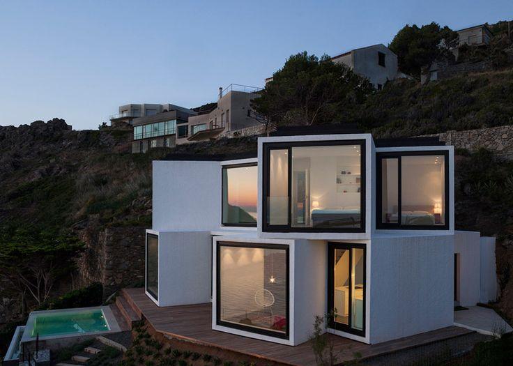 Diseño de casa moderna en terreno en desnivel | Construye Hogar