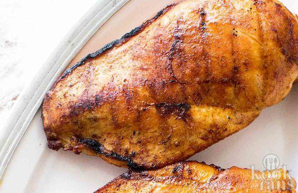 Zo bak je de lekkerste kipfilet! Wanneer het aankomt op kipfilets vinden wij het altijd lastig worden, want wat doe je met een kipfilet? Hoe kruid je hem het lekkerst? En hoe zorg je ervoor dat de kipfilet gaar wordt en toch sappig blijft? Wij vertellen het je vandaag!  Je hebt de volgende dingen