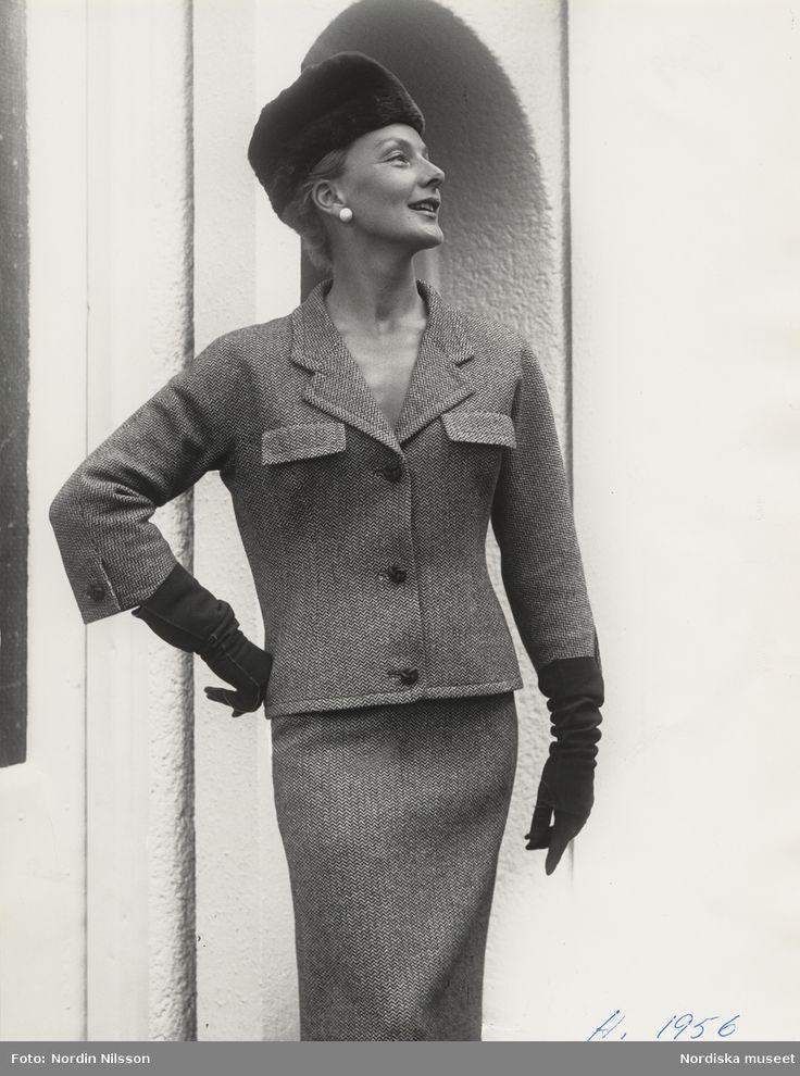 Original Balenciaga, 1956. Modell i dräkt, pälshatt och handskar. Foto: Nordin Nilsson
