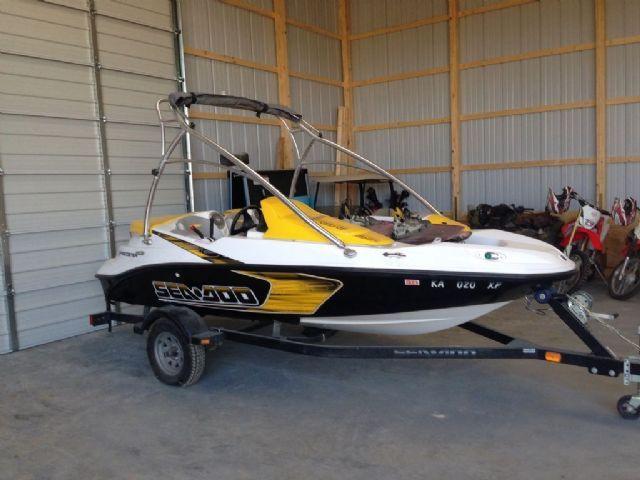15 feet  2009 Sea-Doo Speedster 150 Jet Boat , black/yellow/white, 44 miles for sale in Fredonia, KS