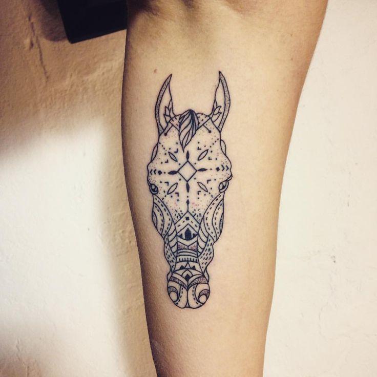 Beautiful horse tattoo by @dabytz_tattoo!