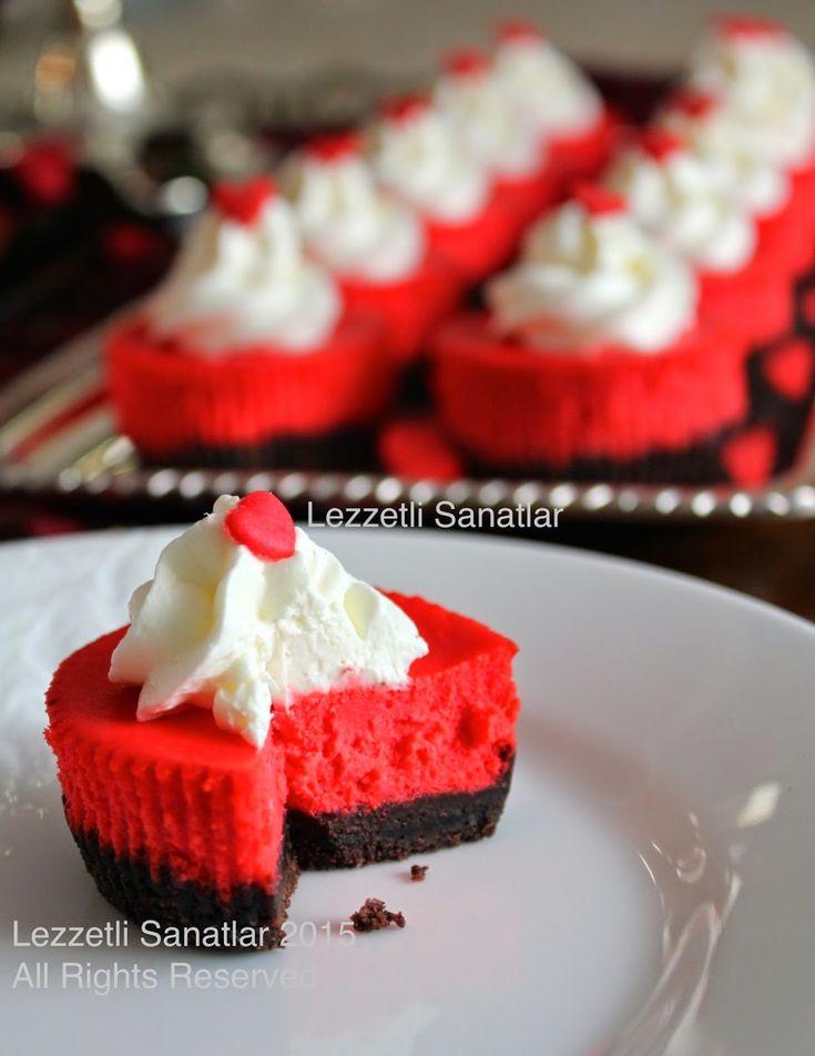 Sevgililer Günü'nün renklerine uygun kırmızı-siyah cheesecakeleri A+ Dergisi'nin yeni sayısı için hazırladım. Altı kakaolu üzeri kıpkırm...